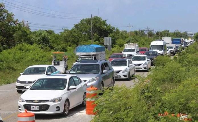 Aumenta tráfico vial. (Octavio Martínez/SIPSE)