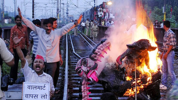 Opposition parties and trade unions called for shopkeepers, traders and labourers in India to block railway lines and close markets to protest against reforms.