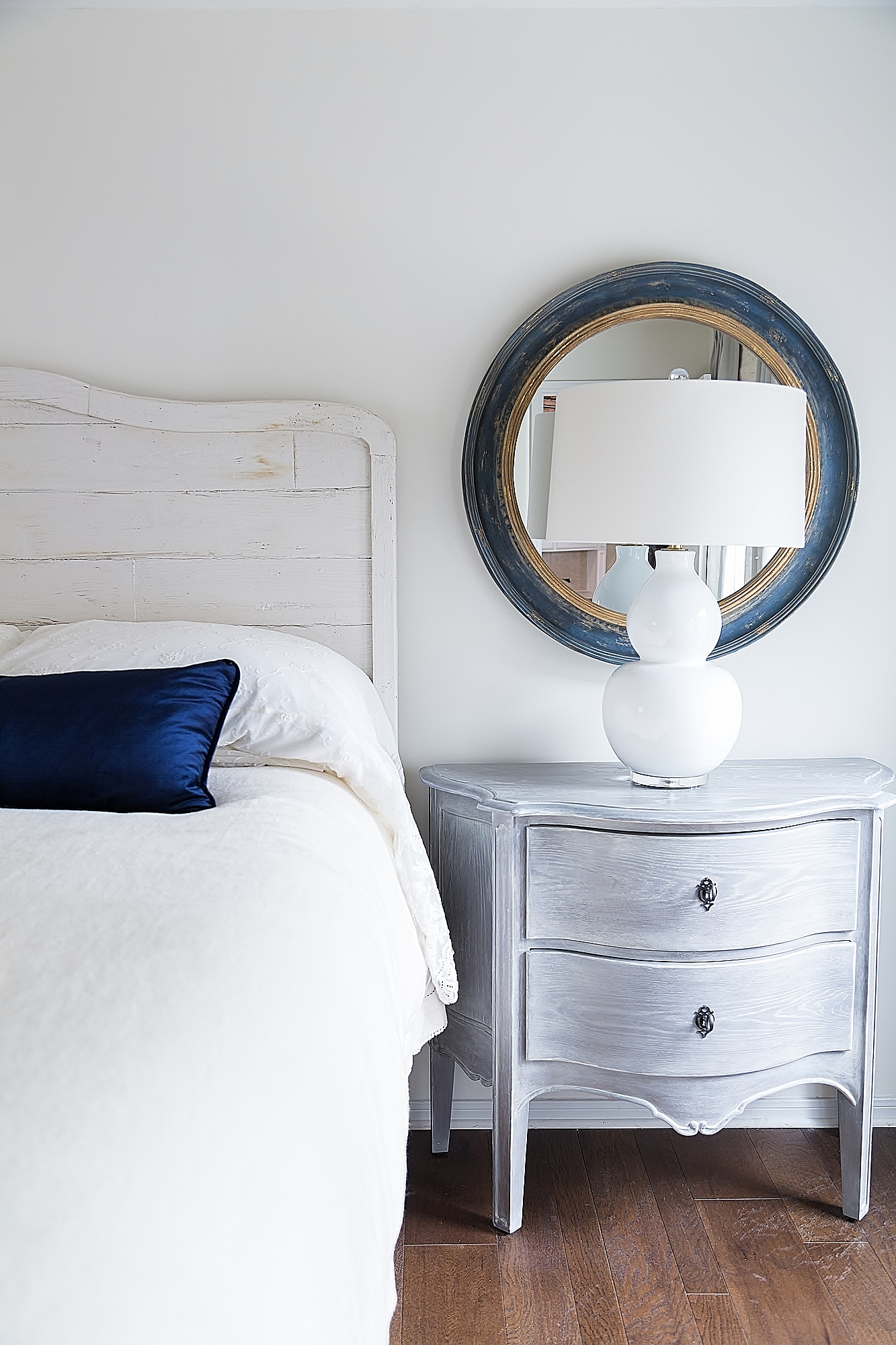 How Tall Should Your Nightstand Be Designed