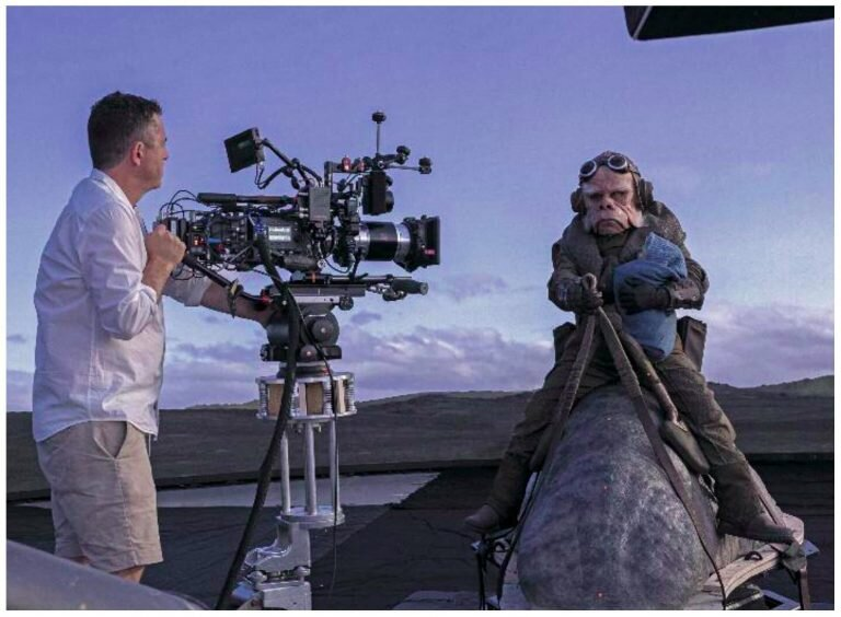 awesome-set-photos-from-the-mandalorian-shows-off-how-the-new-stagecraft-filmmaking-tech-is-utilized3.jpg