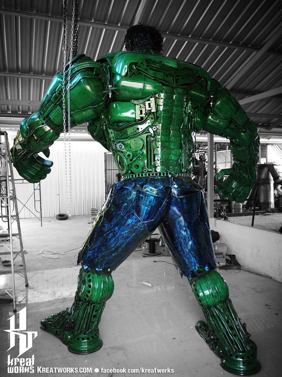 10-Foot-Tall-Recycled-Hulk-Back.jpg