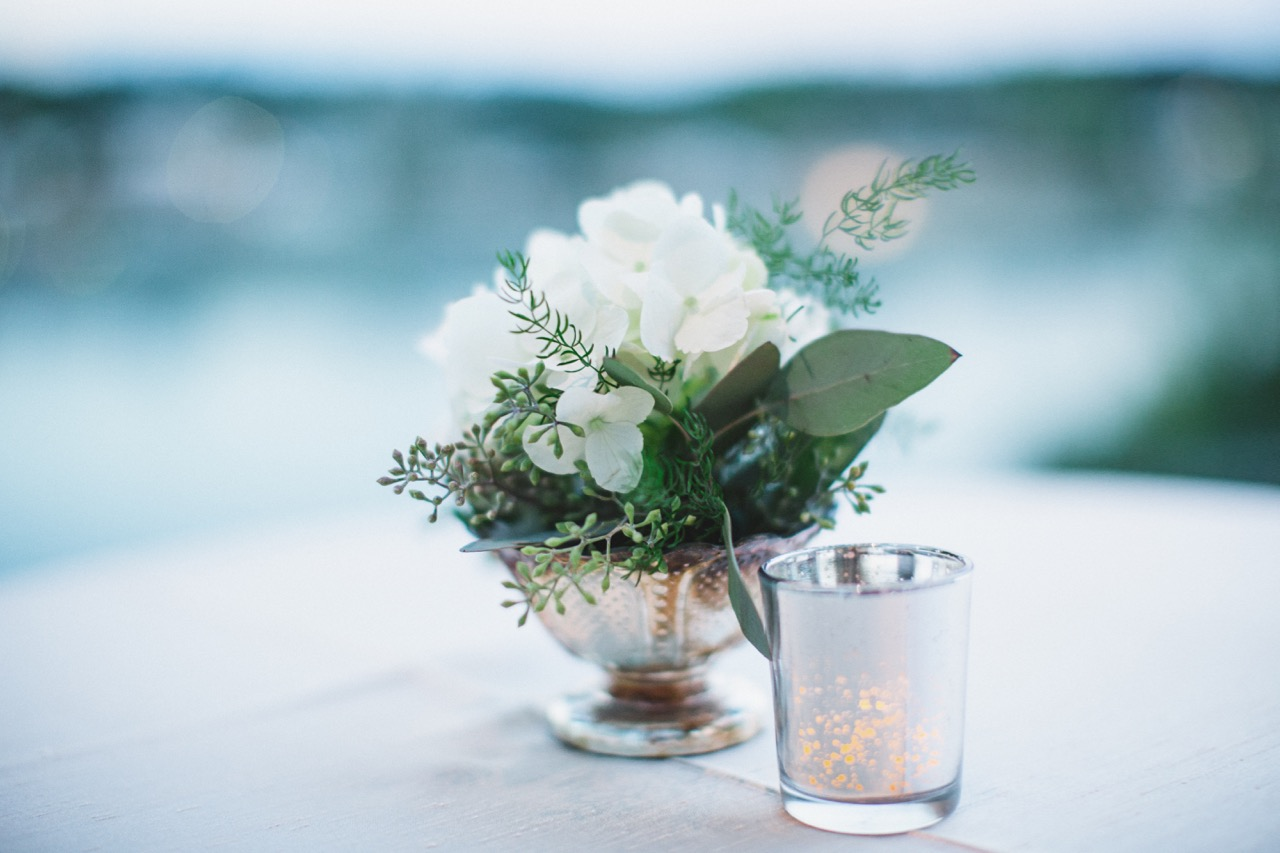 a hunter museum wedding with flowers by