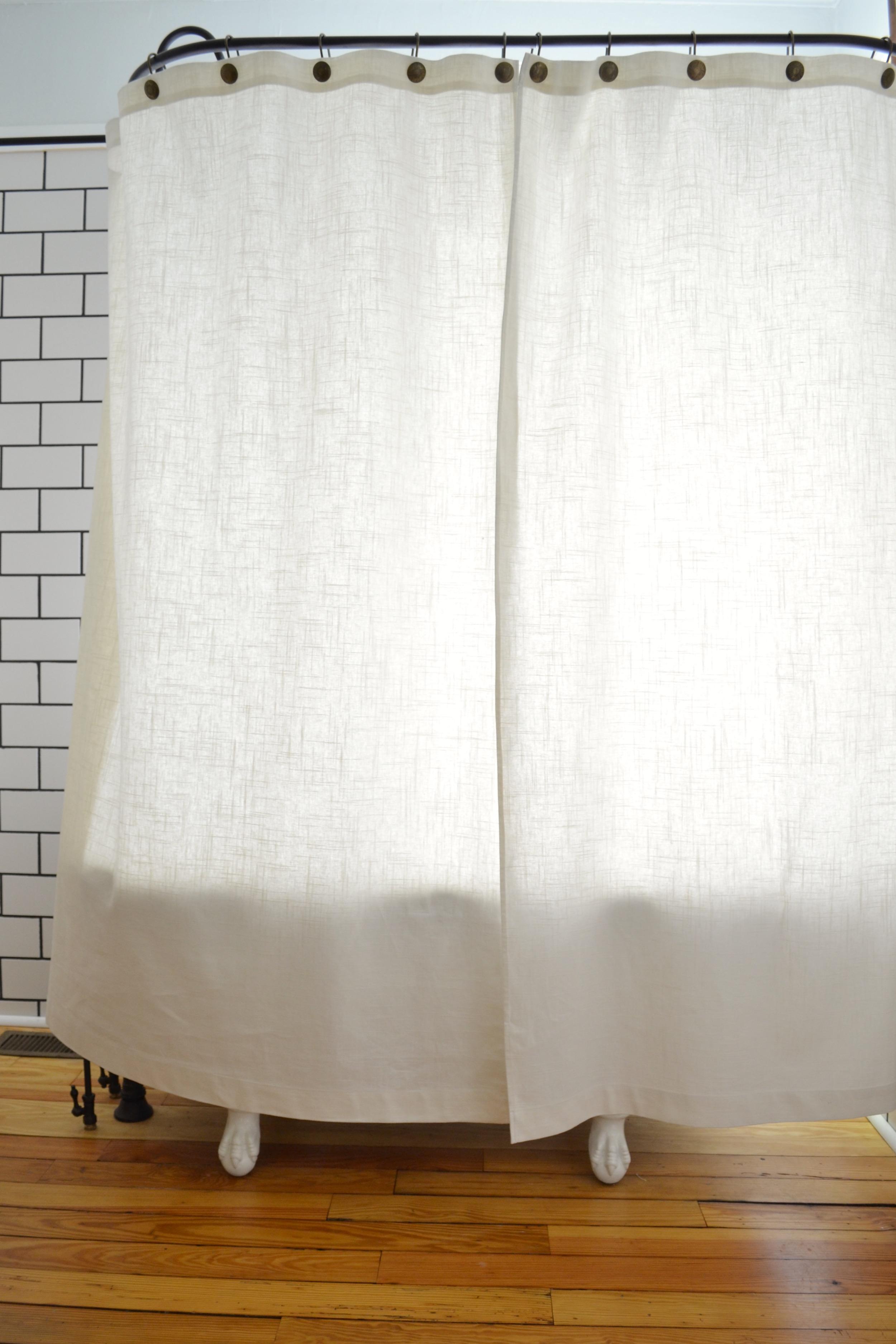 A Diy Clawfoot Tub Shower Curtain For Your Clawfoot Tub