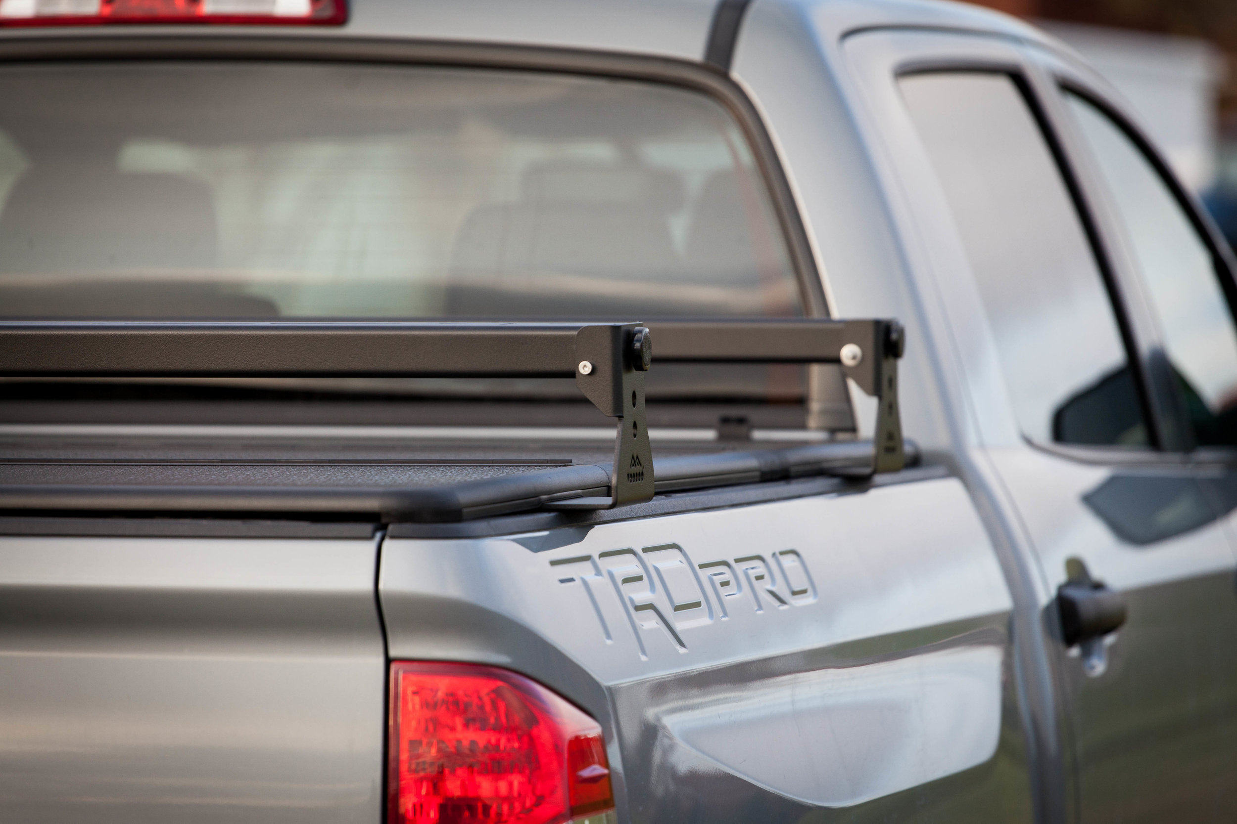 toyota tundra aluminum hi rise crossbars for use with tonneau covers kb voodoo fabrications