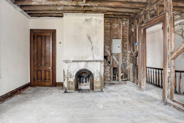 68 Interior Auburn NY Castle Home For Sale Auction Listings Real Estate Agent Broker Michael DeRosa .JPG