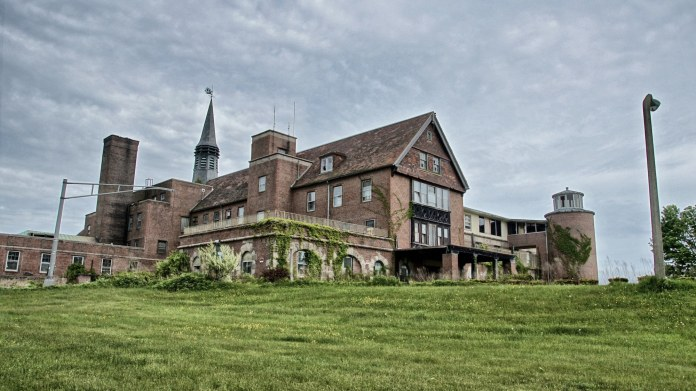 The Seaside Sanatorium in Waterford, Connecticut. The sanatorium was originally created for heliptropic treatment for patients suffering from tuberculosis.(Victor Solanoy/Wikipedia/Creative Commons)