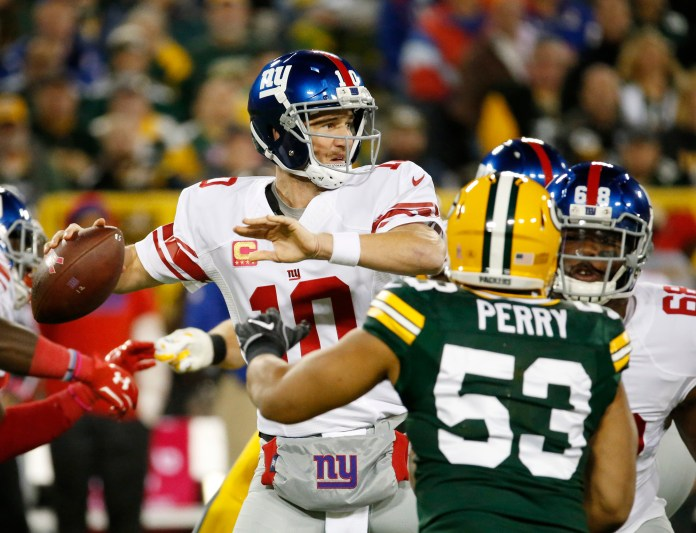 New York Giants'Eli Manning drops back to pass during the first half of an NFL football game against the Green Bay Packers Sunday, Oct. 9, 2016, in Green Bay, Wis. (AP Photo/Mike Roemer)