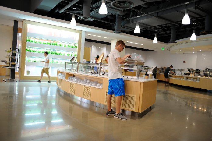 """All eight dining halls at UConn have been recently certified as """"Green Restaurants"""" including thew newly renovated Putnam Dining Hall. (Jason Jiang/The Daily Campus)"""