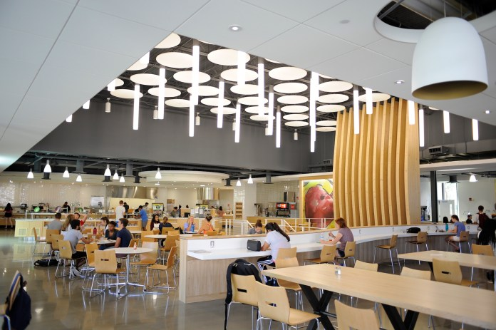 All dining halls, including Putnam (above), and retail dining locations at UConn's Storrs campus will operate under different hours for this coming Easter Weekend. (Jason Jiang/The Daily Campus)