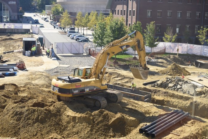 Continued construction on UConn's campus has closed North Eagleville Road, as well as it's sidewalks and caused disruption to both staff and students. The construction will bring a new recreation and science building. (Zhelun Lang/Daily Campus)