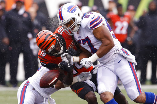 There were some standouts in Week 5 of the NFL who most likely helped get fantasy owners a crucial mid-season win, including Cincinnati Bengals Wide Receiver, A.J. Green.(AP Photo/Gary Landers)