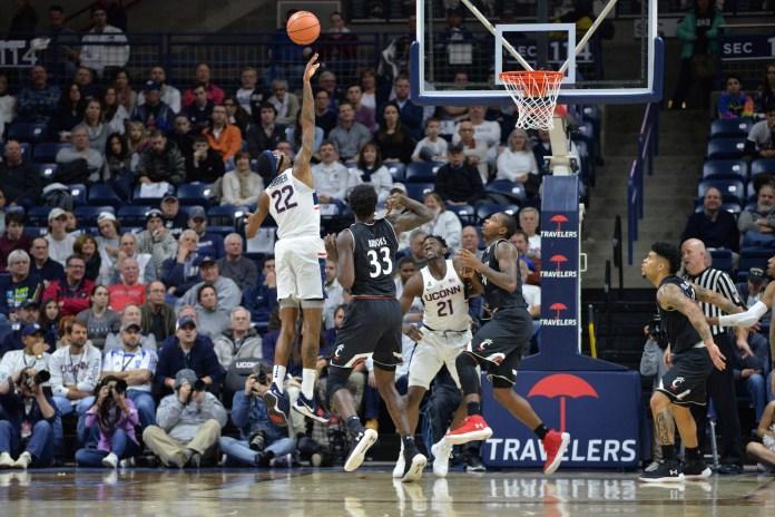 The UConn Men's basketball team falls to the Cincinnati Bearcats 65-57 on Saturday, Feb. 3, 2018 in Gampel Pavilion. (Amar Batra/The Daily Campus)