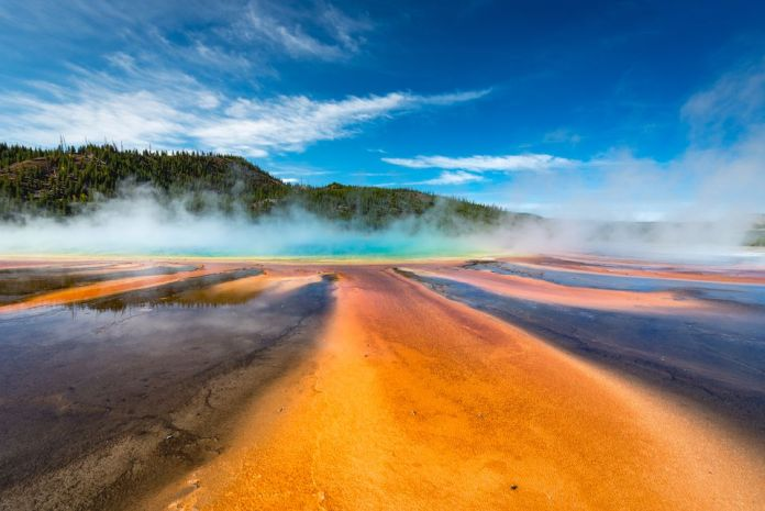 Guide to Visiting Yellowstone National Par BY ANGELA BROWN. Updated 05/29/18 (Daniel Viñé Garcia / Getty Images)