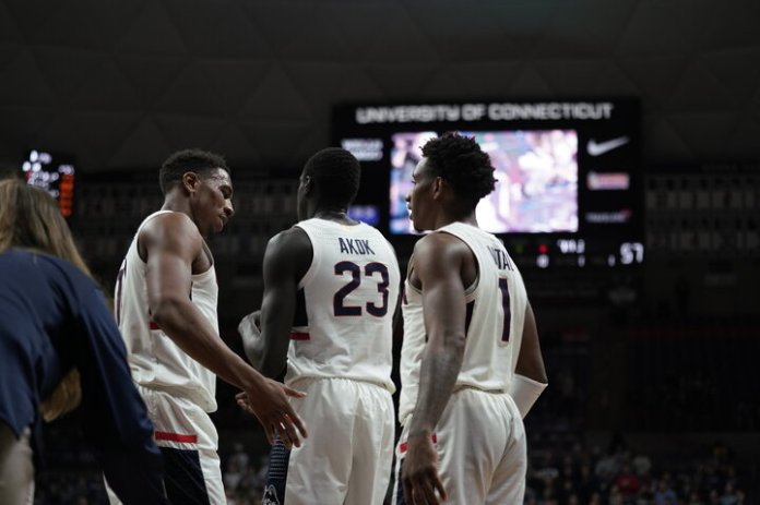 The Huskies win against Temple 78-63 on Jan. 29. The defensive presence is key as the Huskies have yet to find their groove on the offensive end of the floor. The team's 41.5 shooting percentage leaves room for improvement, especially after Wednesday's 35%showing.Photo by Maggie Chafouleas | The Daily Campus