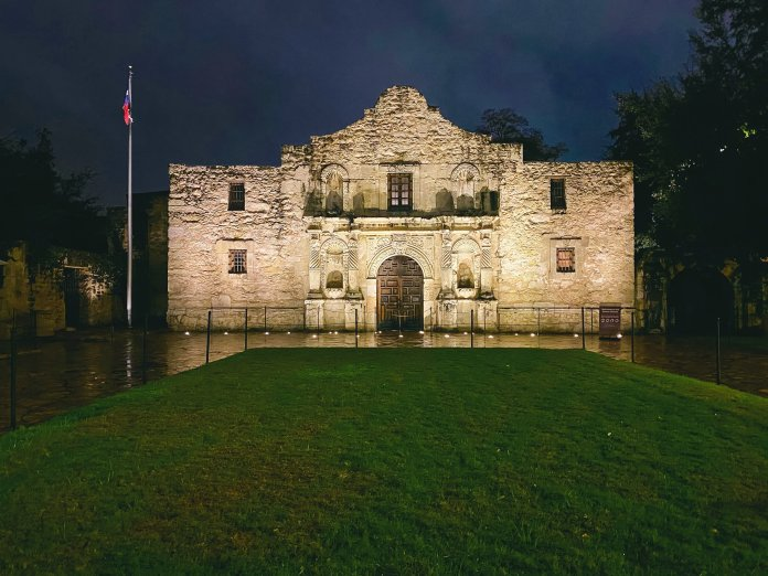 A photo of the Alamo in San Antonio, Texas. On February 24th, 1836, 184 years ago today, the Battle of the Alamo began.  Photo by    Matthew T Rader    on    Unsplash