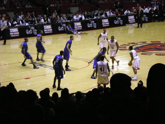 The 2008-09  Memphis Tigers men's basketball team  at  Houston  in  Hofheinz Pavilion .  Photo in the    public domain