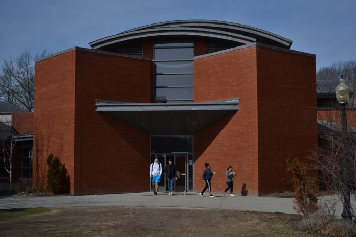 UConn students leave Northwest Dining Hall.  File photo/The Daily Campus