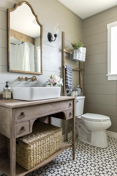 bathroom by using vintage furniture