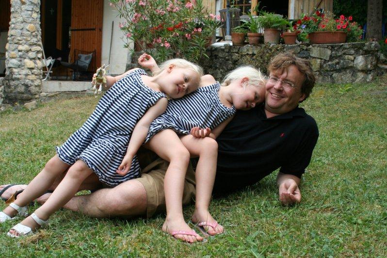 Seine zwei Töchter Luana und Zaria (li.) Foto: RVD, Adam Anders