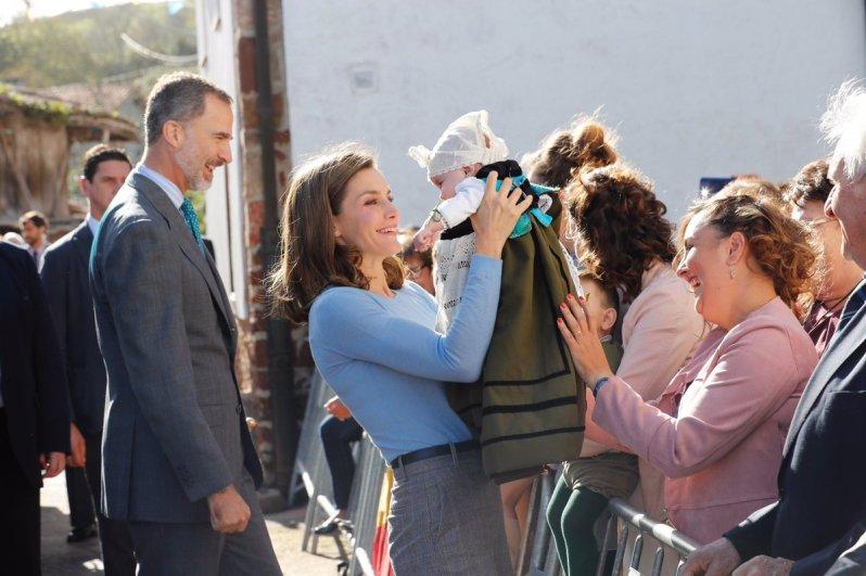 Königin Letizia zeigt nicht nur bei diesem Baby ihre mütterliche Seite   Foto:Casa de S.M. el Rey