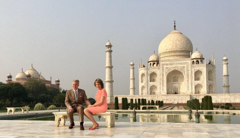 Wo Prinzessin Diana einst allein und unglücklich saß, strahlen Philippe und Mathilde verliebt in die Kameras   Foto: Belgische Monarchie via Twitter