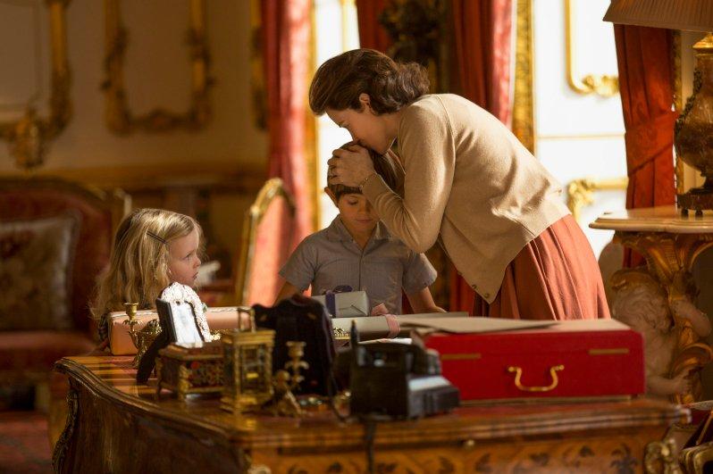 Die junge Elizabeth mit ihren Kindern Prinzessin Anne und Prinz Charles    Foto:Robert Viglasky / Netflix