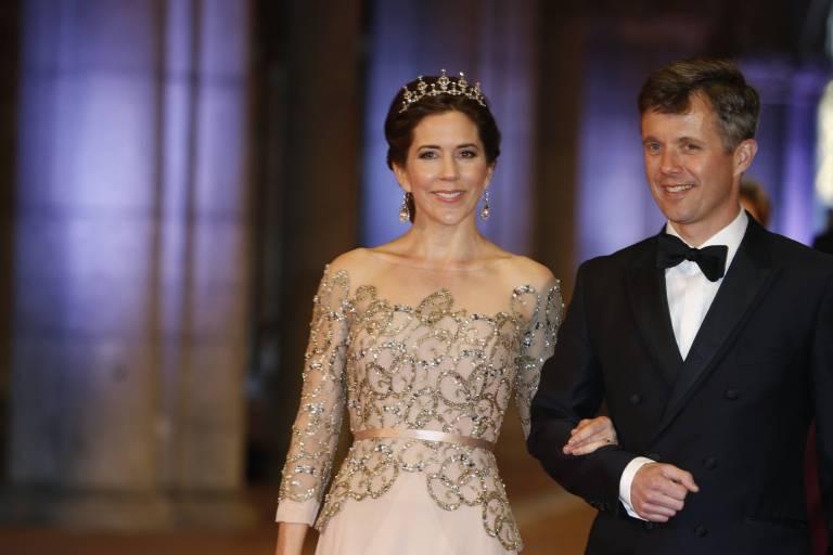 Kronprinzessin Mary und Kronprinz Frederik können die Hochzeit nur im Fernsehen schauen.  ©imago/Reporters