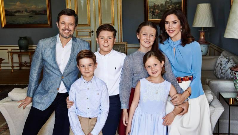 Neues Familienporträt zum Geburtstag. Kronprinzessin Mary und Kronprinz Frederik mit ihren vier Kindern.  ©Franne Voigt, Kongehus