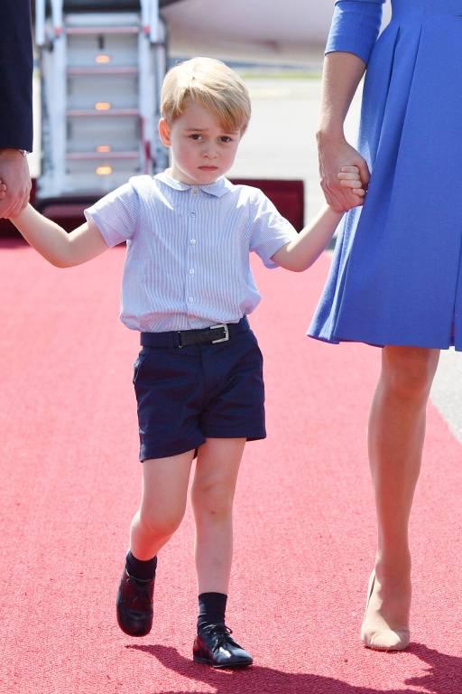 Prinz George ist nach seinem Opa Prinz Charles und seinem Vater Prinz William die Nummer drei der Thronfolge.  ©imago/Starface