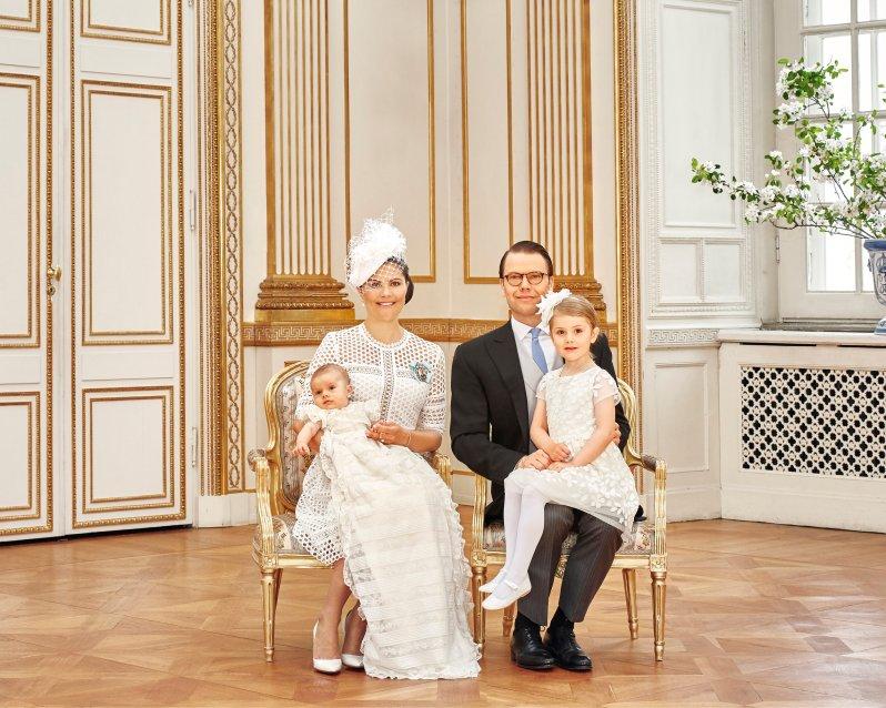Auch Prinzessin Estelle ist auf den offiziellen Taufbildern von Prinz Oscar zu sehen.  ©Anna-Lena Ahlström, Kungahuset.se