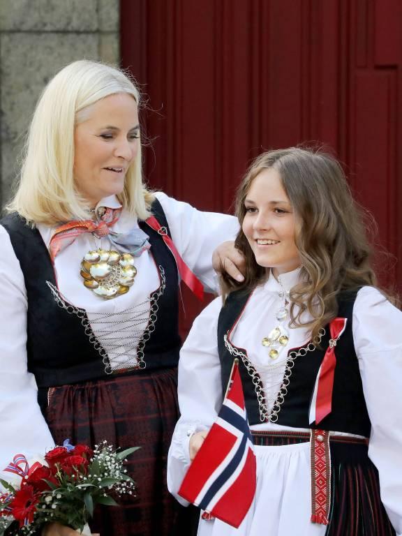 Kronprinzessin Mette-Marit und ihre Tochter sind ein eingeschworenes Team.  ©imago/PPE