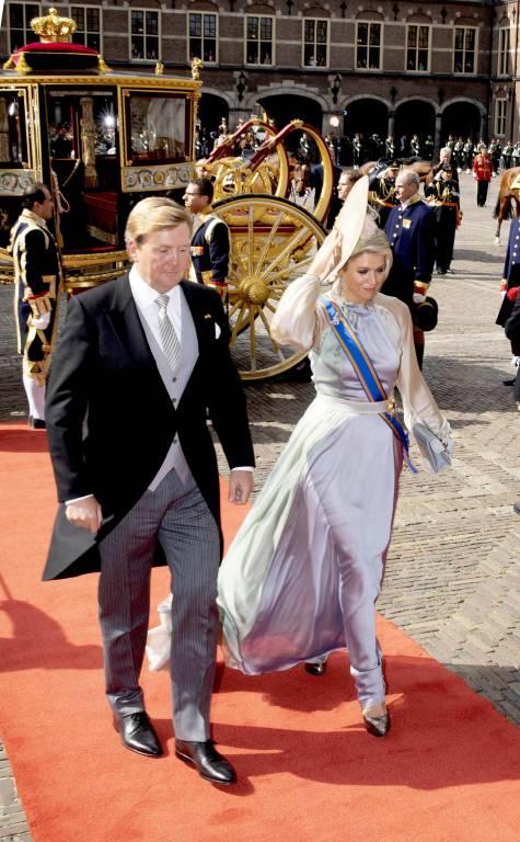 Das Kleid von Königin Maxima am Prinsjesdag kommt gut an, doch an ihrem XXL-Hut scheiden sich die Geister.  ©imago