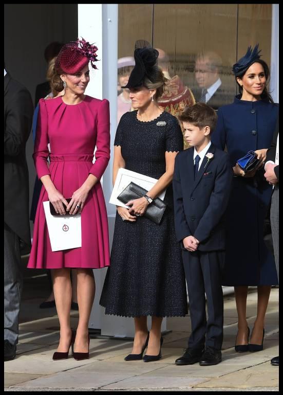 Die britische Königsfamilie posiert nach der royalen Hochzeit für die Fotografen.  ©imago