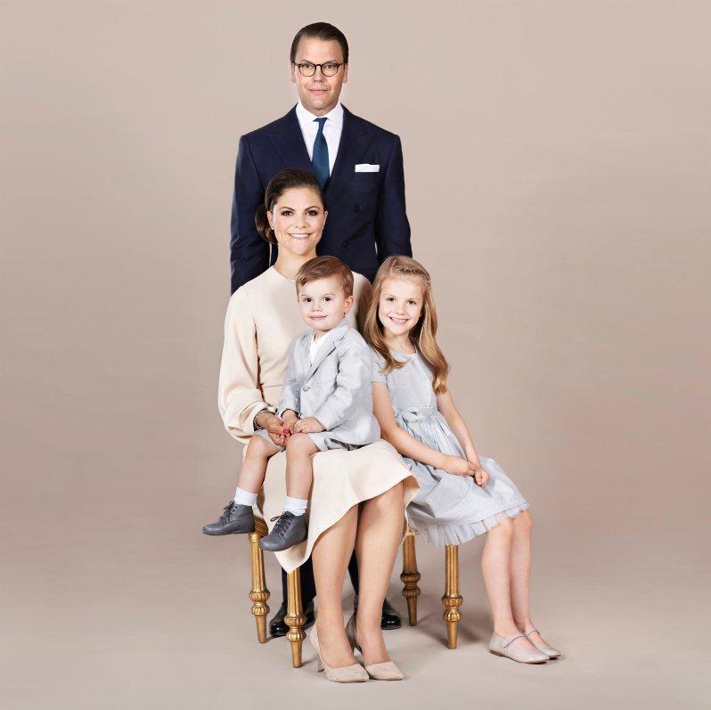 Das schwedische Königshaus gibt regelmäßig Fotos von Prinzessin Estelle heraus und festigt so ihre die Bindung zum Volk.  ©Linda Broström Kungl. Hovstaterna