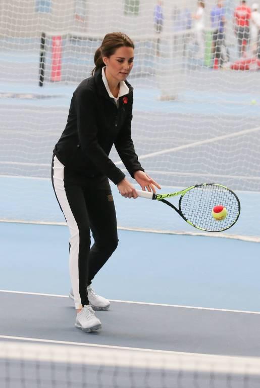 Herzogin Kate liebt es, sich beim Sport auszupowern. Vor allem Tennis gehört zu ihren Favoriten.  ©imago/Starface