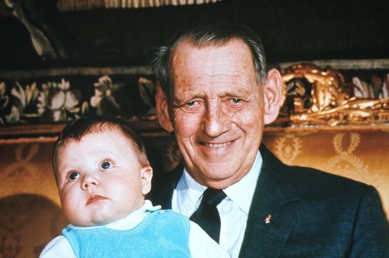 König Frederik IX. und auch sein gleichnamiger Enkelsohn ließen sich als Erwachsene tätowieren. ©imago/United Archives International