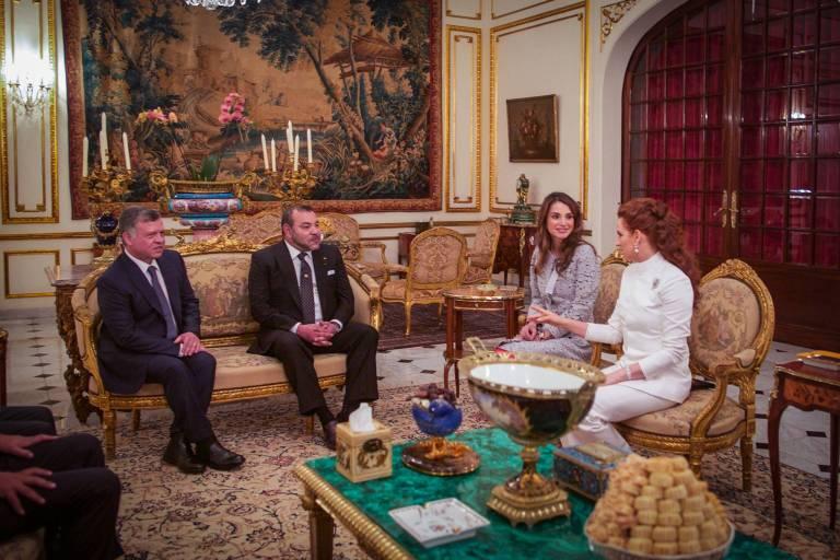 Früher war Lalla Salma (r.) immer dabei, wenn hochrangige Staatsgäste ihr Land besuchten. 2015 kamen König Abdullah und Königin Rania nach Marokko.  ©imago/PPE