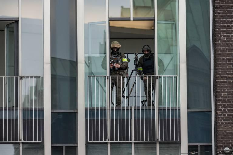 Auch die Scharfschützen sind in Alarmbereitschaft und sorgen für die Sicherheit.  ©imago