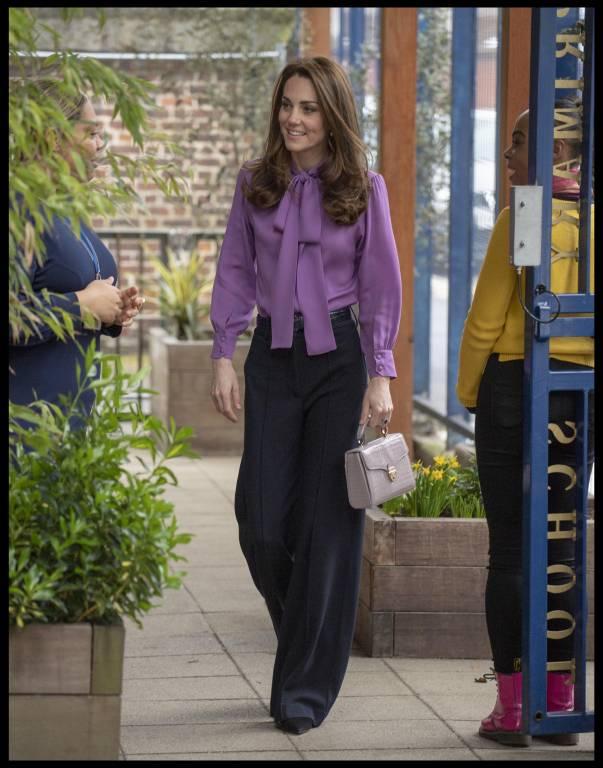 Ein toller Look: Herzogin Kate trägt eine Bluse von Gucci.  ©imago/i Images