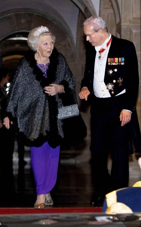 Prinzessin Beatrix huschte schnell in den Palast, ohne lange für die Fotografen zu posieren.  ©imago images / PPE