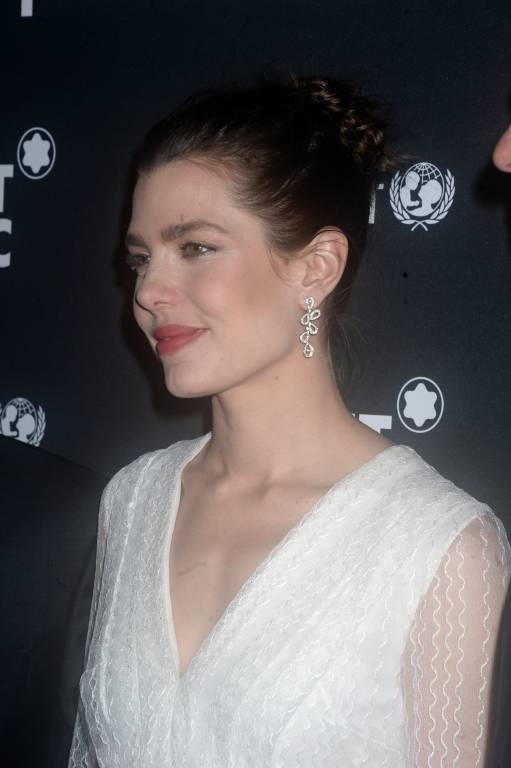 Auch beim Montblanc & UNICEF Dinner in New York trug Charlotte Casiraghi schon ein weißes Kleid.  ©imago images / ZUMA Press