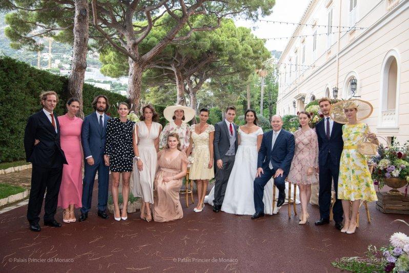 Die monegassische Fürstenfamilie posiert für ein Erinnerungsfoto nach der Hochzeit. Nur Fürstin Charlène und die Zwillinge fehlen.  © Palais Princier de Monaco