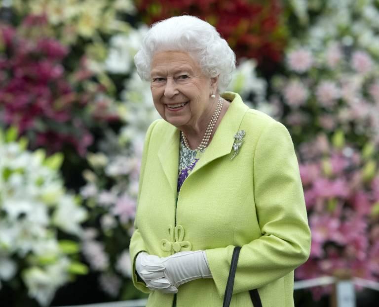 Queen Elizabeth braucht keinen Führerschein und keinen Personalausweis. Diese offiziellen Dokumente werden nämlich ohnehin in ihrem Namen ausgestellt. © imago images / i Images