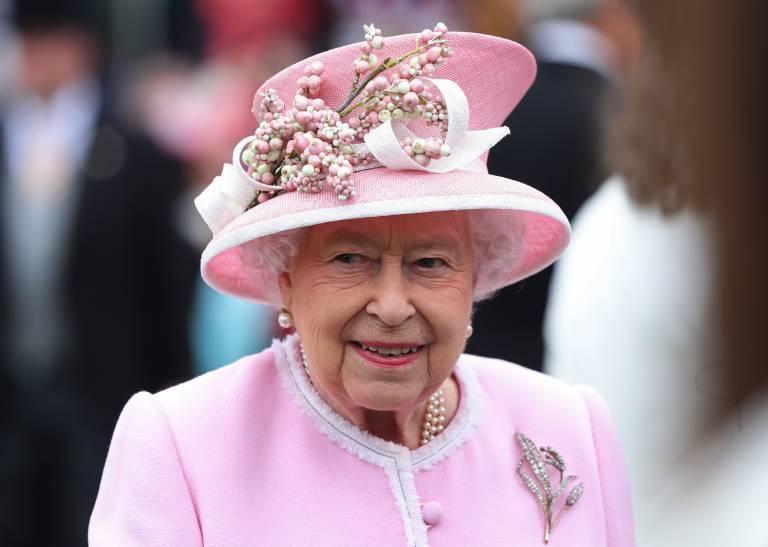 Queen Elizabeth hat nicht nur eine Schwäche für Pommes, sondern auch für Schokoladenkuchen. ©Imago