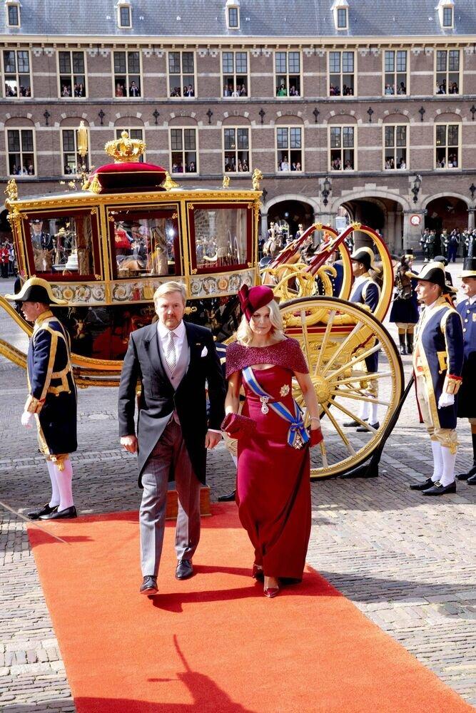 Seit 2014 trug Maxima das erste Mal wieder Rot zum Prinzentag.  ©imago images / PPE