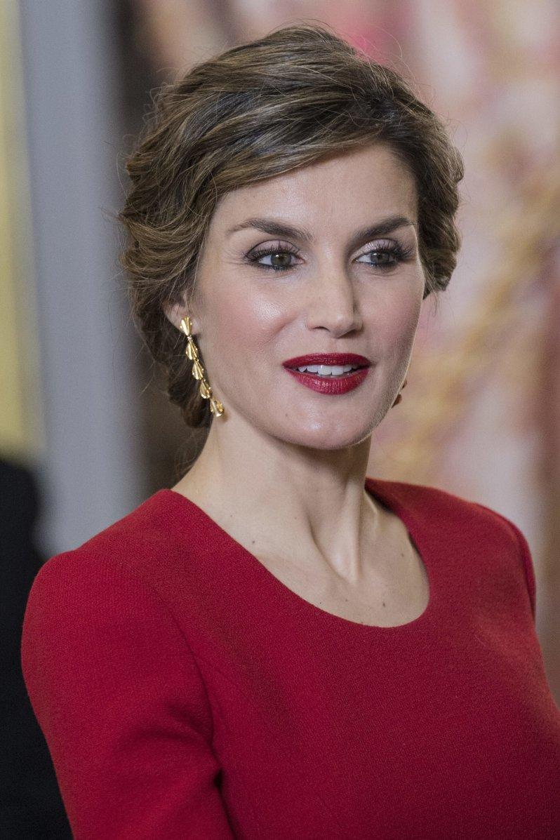 Die Gesichtszüge von Königin Letizia wirken oft wie eingefroren. Zu Botox-Gerüchten äußert sich die Spanierin jedoch nicht. © picture alliance/Capital Pictures
