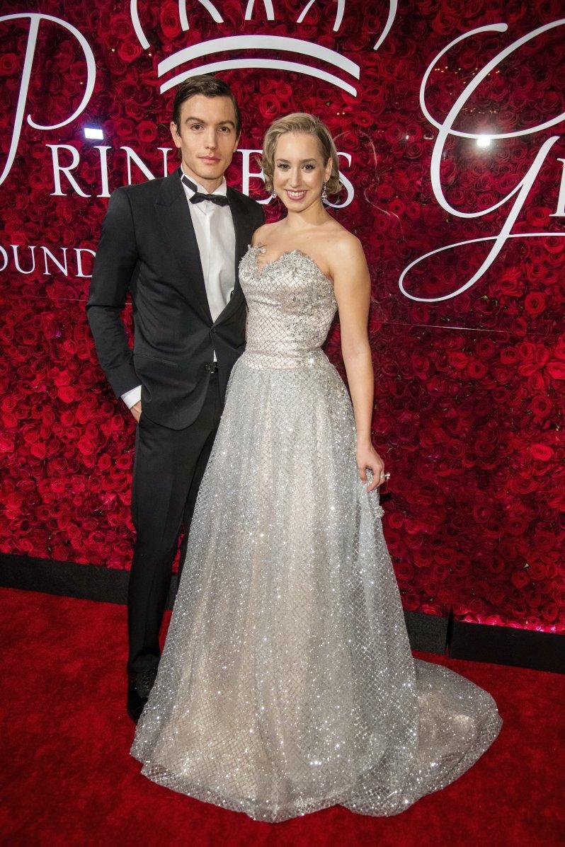 """Jazmin Grace Grimaldi schwebte bei den """"Princess Grace Awards"""" in einer Traumrobe über den roten Teppich.  © picture alliance/AP/Invision"""