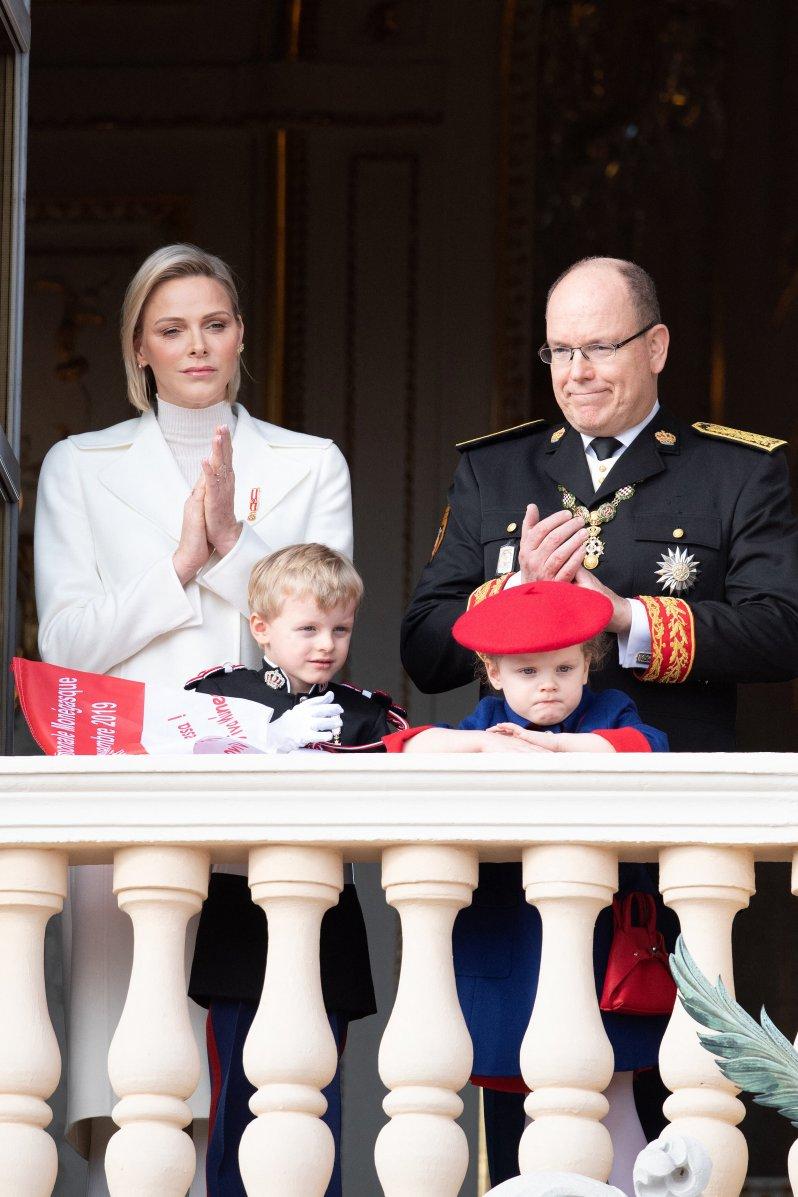 """Fürstin Charlène hat sich in der letzten Zeit in der Öffentlichkeit rar gemacht. Im Interview mit """"Point de Vue"""" hat sie verraten, warum Fürst Albert allein mit den Kindern in Japan war.  © picture alliance / abaca"""