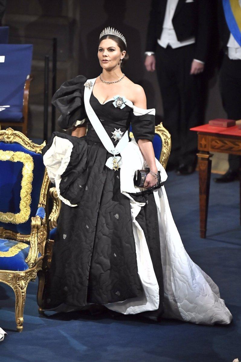 Über das Kleid von Kronprinzessin Victoria tuschelt heute Abend jeder. Leider kommt die Robe nicht überall gut an.  © picture alliance/TT NEWS AGENCY