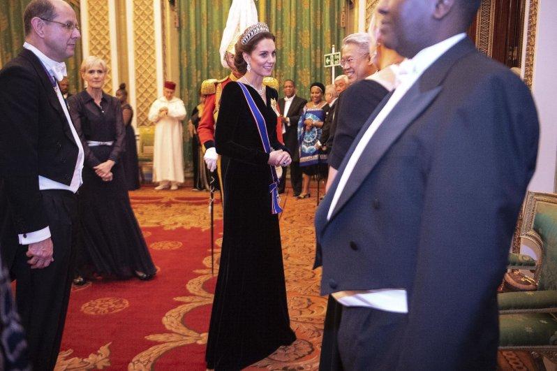 Nach drei Kindern ist Herzogin Kate immer noch gertenschlank.  © picture alliance / empics
